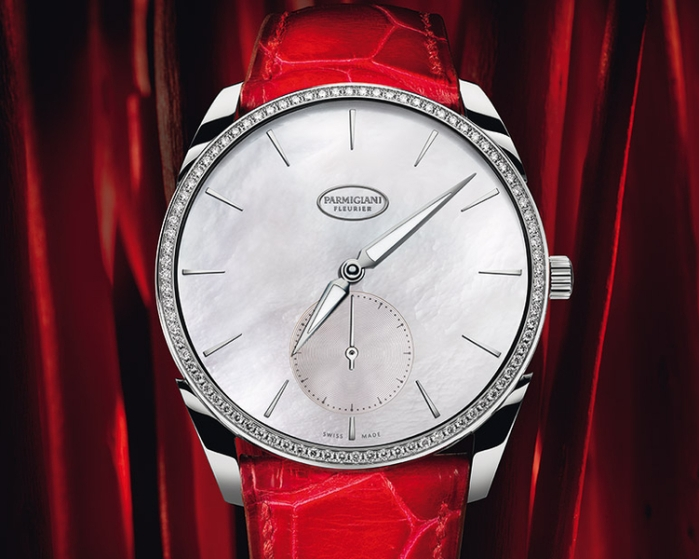 La Tonda 1950 sertie nacre remporte l'European Watch of the Year Award dans la catégorie féminine.