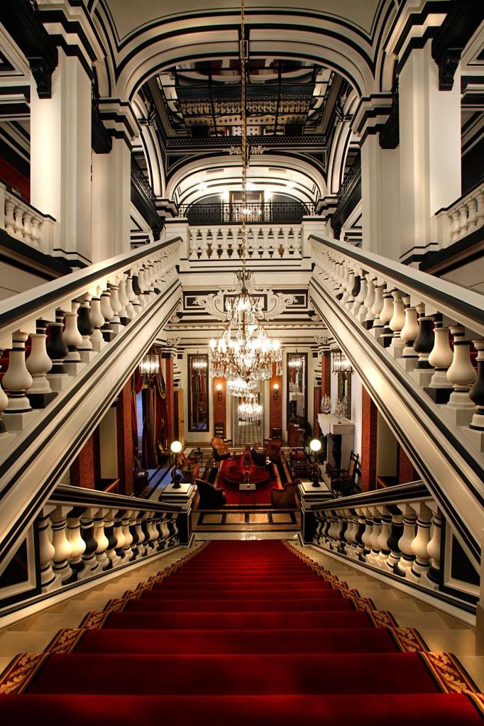Escalier intérieur Saint James Paris
