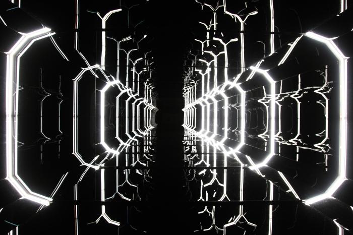 Borre Saethre. Sans titre (La doctrine Tarkin). 2012. Vue de l'installation au Trispostal, Lille, France. © Borre Saethre. Courtesy : Borre Saethre and Loevenbruck Gallery Gallery, Paris. Photo : Maxime Dufour.