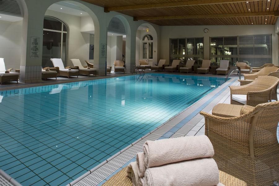 Hotel-Ermitage-Spa-Quatre-Terre-piscine-interieure