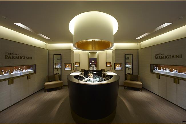 Lundi 27 janvier, au cours de la 60e cérémonie des Janus qui se tenait dans l'enceinte du Sénat à Paris, Parmigiani Fleurier a reçu le Prix Janus du Commerce pour le concept de ses Ateliers.