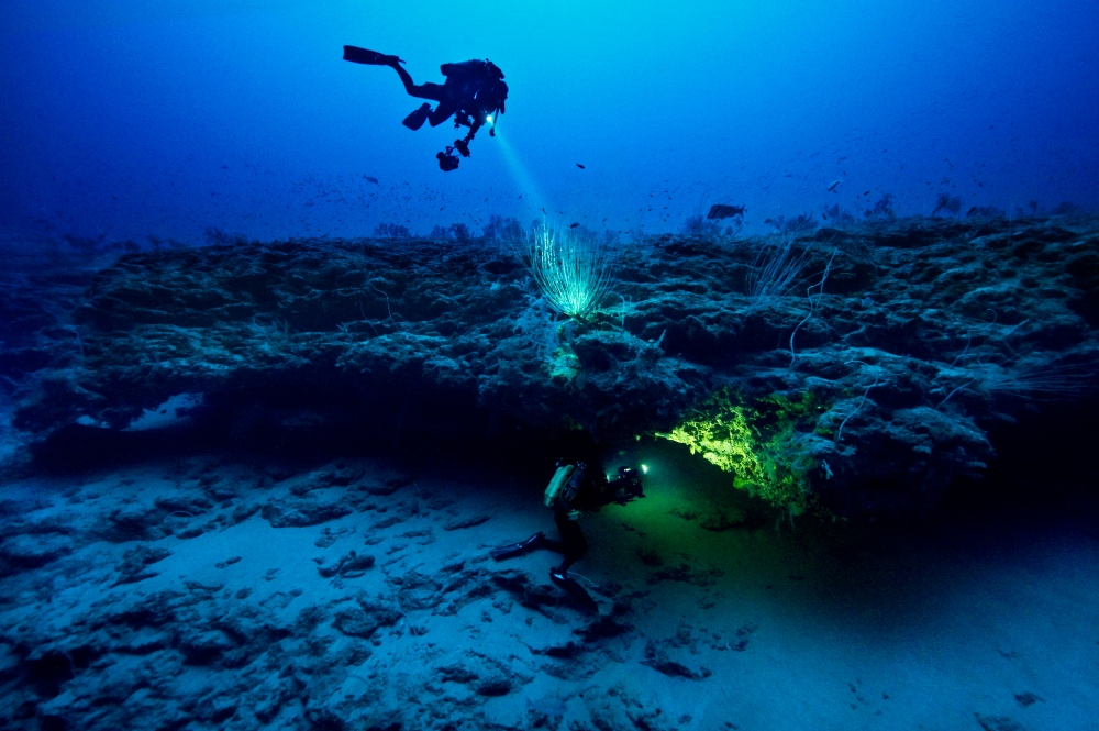 120mCoelacanthCave_close