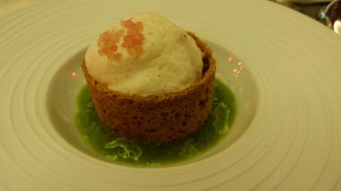 Tartare de thon aux fruits de la passion, concombre, sésame et citron caviar