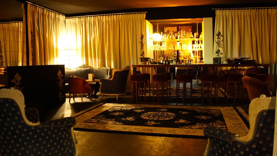 Très Honoré Bar (THB) - CosmOclock