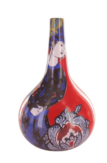 vase rouge femme en bleu CB200046